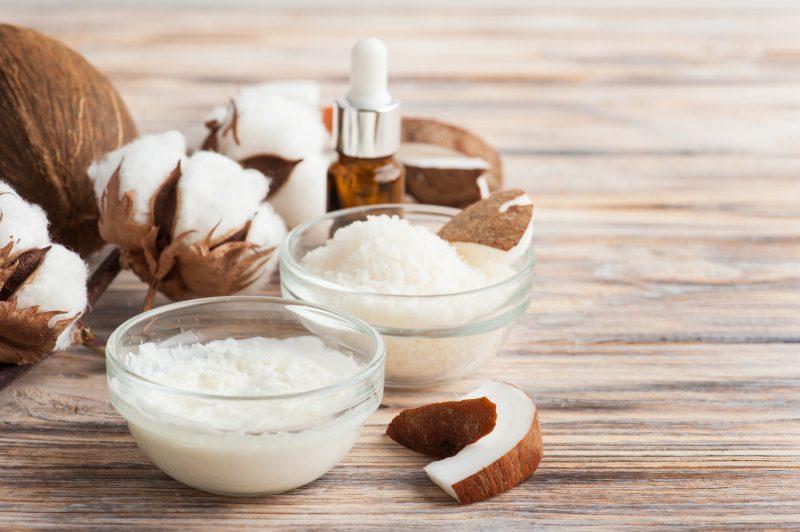 składniki naturalnych kosmetyków powiększających piersi
